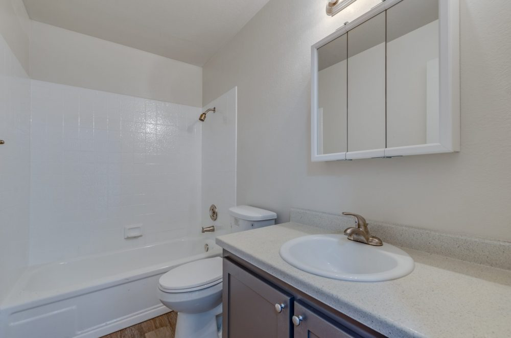 444 Kirman Avenue E11 (12 of 13)